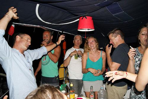 Apéro soirée sur une flotte de voiliers en croisière sur la Corse