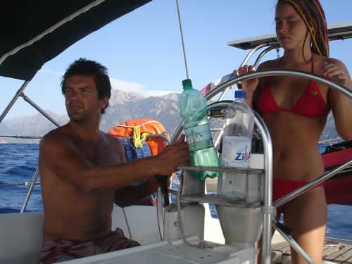Apprentissage pour jeune femme à bord de ce voilier monocoque en Corse avec skipper