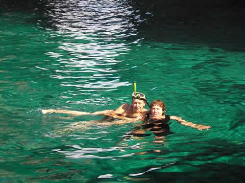 Baignade au mouillage lors d'une croisière en Corse avec skipper