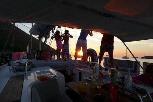 Coucher de soleil sur cette croisière famille en Corse
