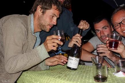 Dégustation de vin sur une croisière à la voile en Corse