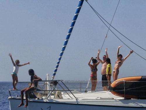 En famille sur une croisière catamaran avec skipper sur la Corse