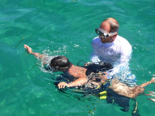 Initiation bouteille lors d'une croisière catamaran en Corse