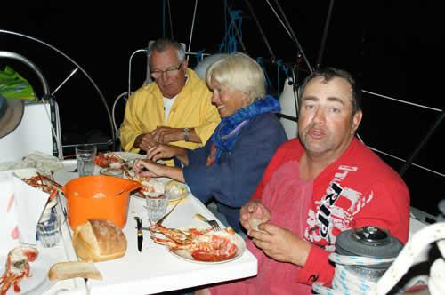Langouste à la carte sur ce voilier de location avec skipper en Corse