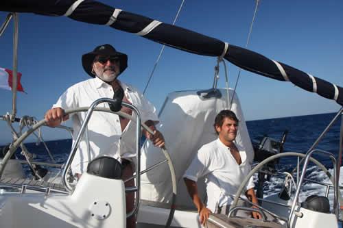 Navigation sous vent soutenu, une location avec skipper c'est l'idéal