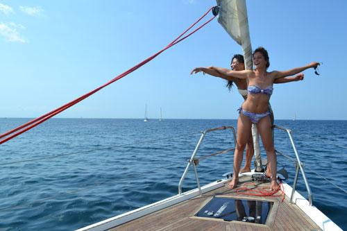 Odyssée maritime sur voilier de location en Corse, les sirènes chantent