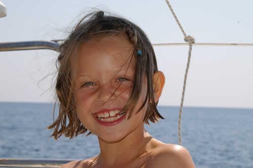 Sourie à la vie et pars en voilier de location avec skipper en Corse