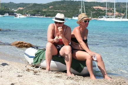 Sur l'ile de Piana sud Corse, un moment de détente d'une croisière voile avec skipper