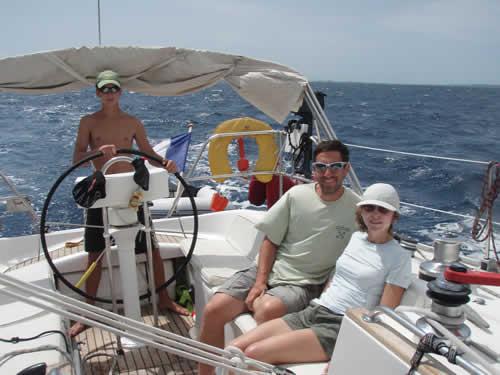 Toute la famille aux commandes de sa croisière à la voile en Corse avec skipper