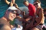 Départ en annexe pour rejoindre la plage sur une croisière à la voile en Corse