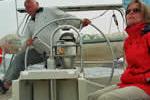 En quête du bon réglage à la barre sur ce voilier de location en Corse