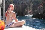 Exposition plein soleil sur Scandola au cours d'une croisière à la voile en Corse