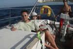 Famille tranquille à bord du voilier loué avec skipper en Corse