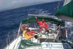 Le vent se lève et la glisse s'exprime sur ce voilier de location en Corse