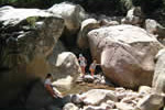 Rivière et trous d'eau au cours d'une croisière voile