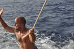 Surf réussite en traction du haut du mât du bateau de loc en Corse avec skipper