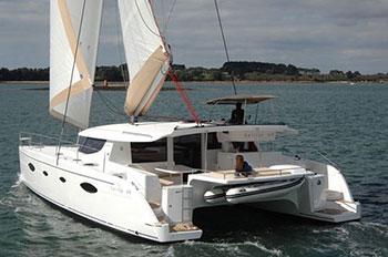 Croisière à la cabine sur un catamaran