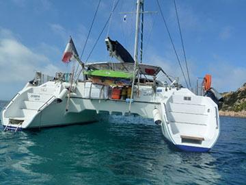 Croisière traversée à la cabine sur un catamaran